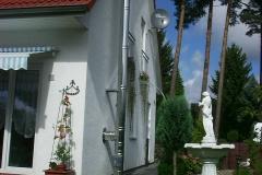 DW-mit-Hocker-Haus-Weiß-2